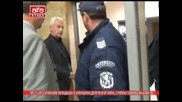Пияни протестиращи заляха Десислав Чуколов с вино и счупиха микрофон на Алфа