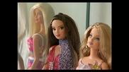 Най - големият колекционер на кукли Барби в България