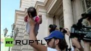 Унгария: Бежанци протестират след като им беше отказан достъп до Германия