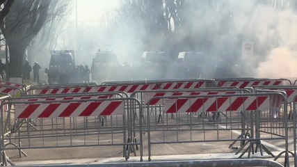 Italy: Antifa protesters lob flares at demo against ENL convention