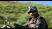 Мацки се лижат в кола и надничащ моторист - Много смях