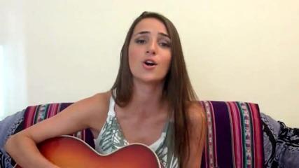 Красиво момиче пее Underneath Your Clothes на Шакира