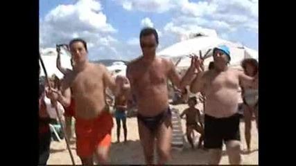 Г.костов и Ф.гр.карнобат на плажа в Сл.бряг...