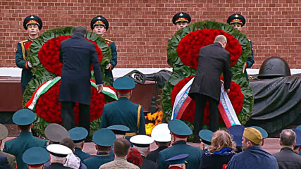 Russia: President Putin pays tribute at Tomb of the Unknown Soldier