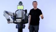 Робот фокусник ;)