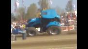 Жесток трактор кара на две гуми