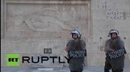 """Протестиращи в Атина: """"Сириза, не подписвай!"""""""