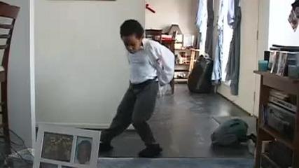 Малко дете танцува като Michael Jackson