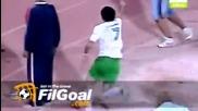 Комичен вратар провали Стойчо Младенов, прехвърлиха го от 70 метра