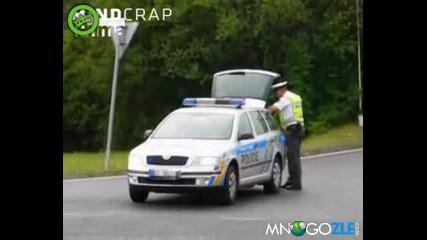 Полицаите зареждат бира