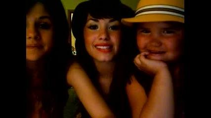Demi Lovato И Selena Gomez Със Специален Гост!!!.flv