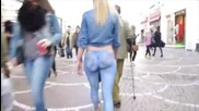 Момиче боядисано в дънки се разхожда чисто голо по улицата, без да бъде забелязано!