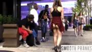 Момиче с вдигната пола, как реагират мъжете - социален експеримент