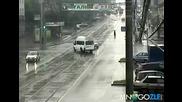 Трамвайте нямат спирачки,забележете още отдалече като идва как подбира и един автобус!