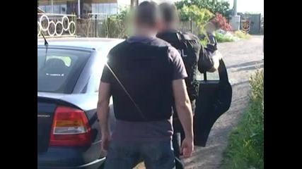Четиричленна група, извършвала въоръжени грабежи е задържана