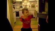 Бебе се смее - да паднеш от смях