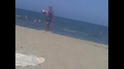 Бомбите на Ирак Моля ! [откачалките на плажа] 2010 :d