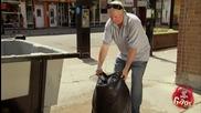 Скъсана торба за боклук - Скрита Камера