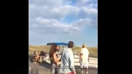 Търговец показа буквално удара си на хулиган