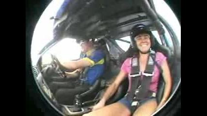 Кен Блок кара момичета да пищят в неговата кола