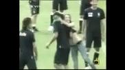 Господари На Ефира - Фенки целуват футболистите на Италия