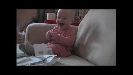 Много заразителен бебешки смях :d