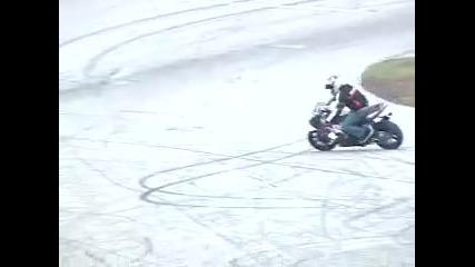 Най - яките трикове с мотор от 16 годишно момче