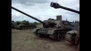 Tank T-34 i tankoiztrebitel Su-100