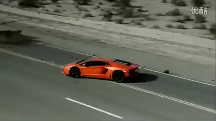 Lamborghini Aventador се измъква от долината на смъртта