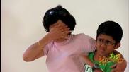 Момче киха върху случайни хора- Скрита камера