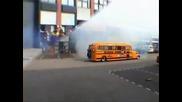 училищен автобус или ...