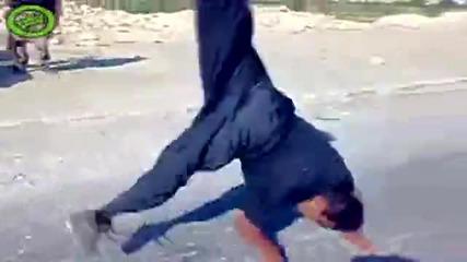 Луд иракчанин прави нечовешки трикове с цигара