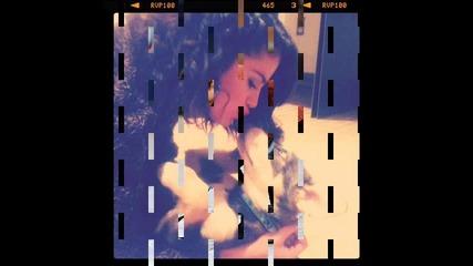 Четирикраката любов на Селена Гомез !! 2011