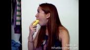 Как Се Лапа Цял Банан ?