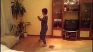 Малчуган танцува добруджански танц