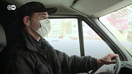 Все повече жертви на Ковид: делникът на един погребален екип от Русия