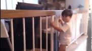 Това дете или има психично болни родители или баща му е майстор във видео монтажа!