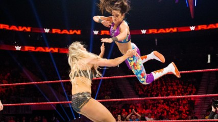 Charlotte Flair vs. Bayley: Raw, Feb. 13, 2017 (Full Match)