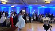 Първи танц на булката и маладоженеца - смях