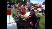 Trabant разрязан на две и си варви