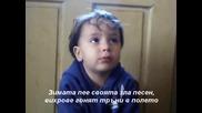 2-годишно дете казва стихотворението