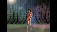 Красива Азиатка Танцува