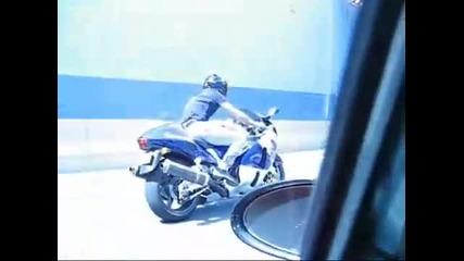 Пичага с Hayabusa се гаври на Porche 911