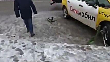 Руски таксиджия отряза
