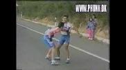 Колоездачи Се Млатят Здраво