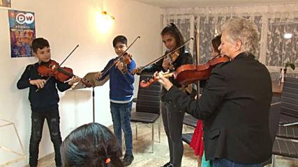 Как един световноизвестен български цигулар помага на ромските деца от Сливен