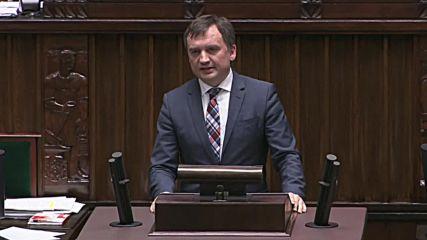 Poland: Parliament vote reverses controversial Supreme Court reforms