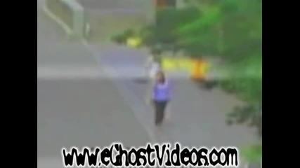 Мистерия! Вижте как жена преминава през Призрак!