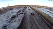 Руснаци си карат по силно наводнена улица