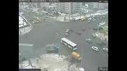 Какъв удар на Bmw 5 Series intersection Accident, Crash